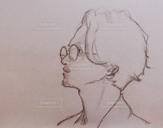男,眼鏡,ペン,手書き,紙,おえかき,メガネ,スケッチ,眼鏡男子,おとこ,おうち時間,ステイホーム