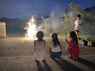 田舎で花火の写真・画像素材[3630370]