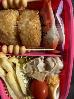 食べ物で満たされたプラスチック容器の写真・画像素材[3698755]