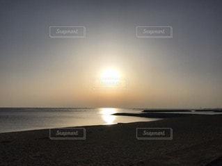 夕陽と海の写真・画像素材[3484869]