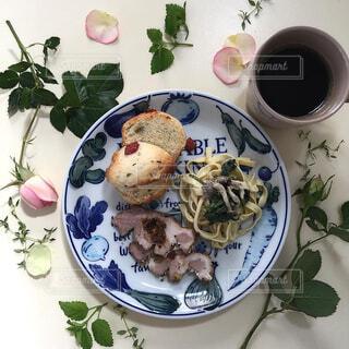 薔薇の季節のおうちカフェの写真・画像素材[4319615]