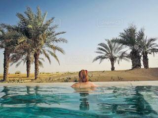 砂漠の中のプールの写真・画像素材[3283395]