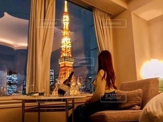 部屋から見る夜景の写真・画像素材[3293559]