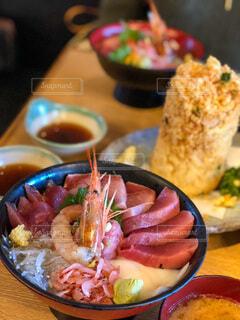 皿の上に食べ物のボウルの写真・画像素材[3847020]