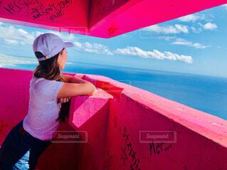 ピンクの傘を持っている人の写真・画像素材[4538777]