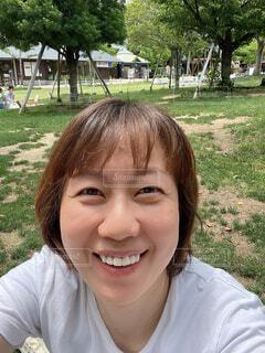 芝生広場で弁当食べてまったりの写真・画像素材[4622213]