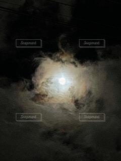 自然,風景,空,夜,夜空,天体,幻想的,暗い,季節,月,満月,雲間,中秋の名月,ブラックホールぽい