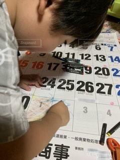 カレンダーに落書きの写真・画像素材[3321537]