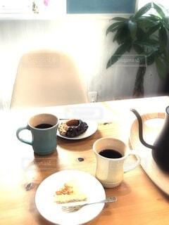 食べ物,カフェ,コーヒー,屋内,テーブル,リラックス,マグカップ,食器,カップ,紅茶,おうちカフェ,ドリンク,おうち,ライフスタイル,ボウル,食器類,コーヒー カップ,おうち時間,受け皿