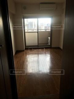 シンクと窓のある台所の写真・画像素材[3290424]