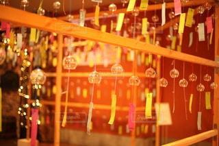 テーブルの上にワイングラスを並ぶの写真・画像素材[3485644]