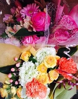 タイプの違う花束の写真・画像素材[3368500]
