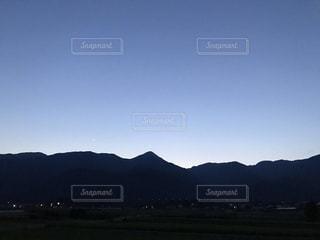 山とグラデーションの写真・画像素材[3353225]