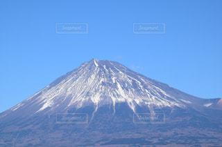 背景の大きな山の写真・画像素材[940600]
