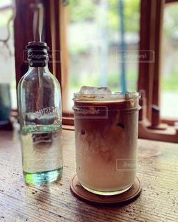 飲み物,カフェ,インテリア,夏,ジュース,水,氷,ガラス,テーブル,コップ,食器,ボトル,カフェラテ,ドリンク,ライフスタイル,アイスカフェラテ,ソフトド リンク