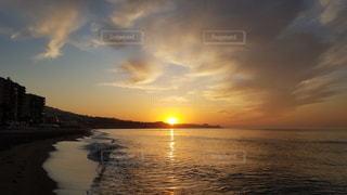 夕日を背景に一杯の写真・画像素材[3337245]