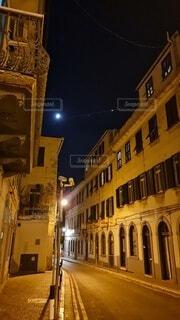 月夜の旧市街の写真・画像素材[3725037]