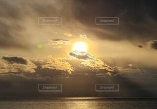 風景,空,太陽,朝日,ビーチ,雲,海岸,正月,お正月,日の出,新年,初日の出,くもり