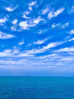 まるで南国の様な空と海の写真・画像素材[4335235]