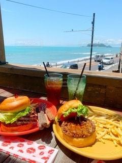 海とハンバーガーの写真・画像素材[3310441]