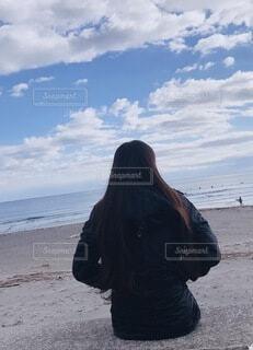 ビーチで待つ彼女の写真・画像素材[3906284]