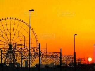 観覧車と夕日の写真・画像素材[3398743]