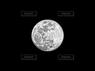 mysterious moonの写真・画像素材[3335917]