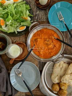 皿の上に食べ物のボウルの写真・画像素材[4334518]