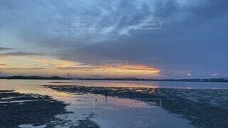 自然,風景,海,空,屋外,湖,ビーチ,雲,夕焼け,夕暮れ,歩く,水面,海岸,干潟,水の音