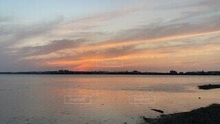 自然,風景,海,空,屋外,湖,太陽,赤,ビーチ,雲,青,夕焼け,夕暮れ,水面,海岸,水色,日の出,マジックアワー,日中,タイムラプス,雲の動き