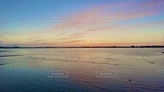 自然,風景,海,空,屋外,太陽,赤,ビーチ,雲,青,夕焼け,夕暮れ,水面,海岸,水色,マジックアワー,日中,タイムラプス