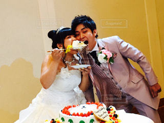 ケーキを切る人の写真・画像素材[1228352]