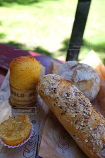 パンとおしゃべりの写真・画像素材[3341425]