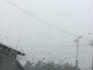 雨の日の窓辺の写真・画像素材[4466334]
