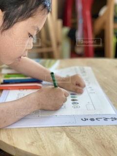 新一年生!休校中の宿題の写真・画像素材[3358066]