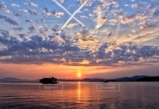 穴道湖に沈む夕日の写真・画像素材[3394780]