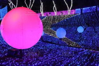 浮かぶ球体の写真・画像素材[4548106]