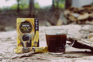 テーブルの上のコーヒー カップの写真・画像素材[1308565]
