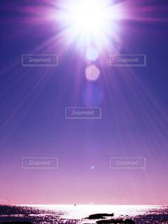 夜に止まる灯火の写真・画像素材[4104008]