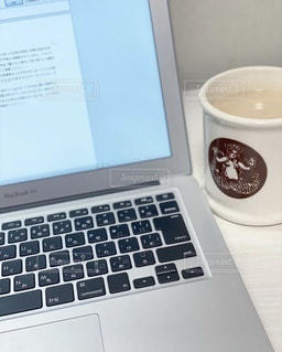 屋内,室内,勉強,自宅,コンピューター,テキスト,自習,学習,インターネット,開く,オンライン,コーヒー カップ,ノート パソコン,自宅学習,オンライン授業