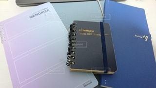 リビング,屋内,室内,ノート,メモ帳,勉強,自宅,ボールペン,自習,学習,自宅学習