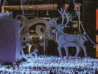 青,気球,アート,イルミネーション,人,クリスマス,丸,ブルー,ツリー,トナカイ,グランフロント大阪,クリスマス ツリー,ファッションアクセサリー,グランフロントクリスマス,GrandWishChristmas2020