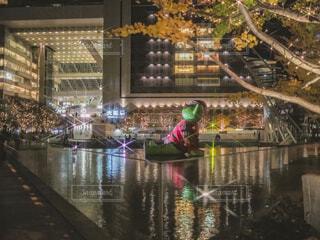 青,気球,アート,イルミネーション,クリスマス,丸,ブルー,オブジェ,クマ,メガネ,グランフロント大阪,ファッションアクセサリー,グランフロントクリスマス,GrandWishChristmas2020