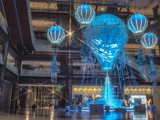 青,気球,イルミネーション,クリスマス,丸,ブルー,ツリー,グランフロント大阪,クリスマス ツリー,ファッションアクセサリー,グランフロントクリスマス,GrandWishChristmas2020