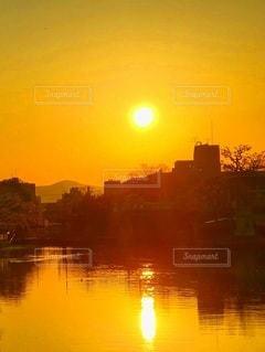 水辺の夕暮れの写真・画像素材[3397275]