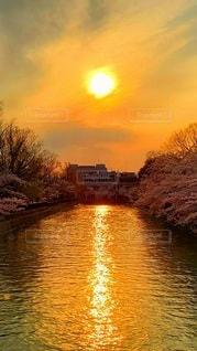 水辺の黄昏の写真・画像素材[3397292]