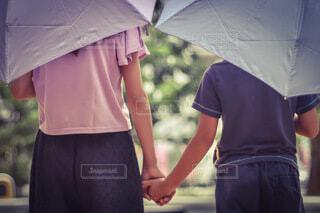 雨の日も一緒だよの写真・画像素材[3679873]