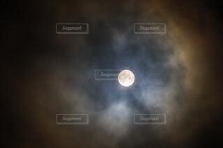 朧月夜の写真・画像素材[3720307]