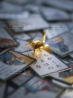 百人一首と折り鶴の写真・画像素材[4054674]