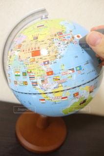 屋内,室内,手,日本,勉強,地図,地球,世界,地球儀,世界地図,自宅,タッチペン,自習,学習,自宅学習,しゃべる地球儀
